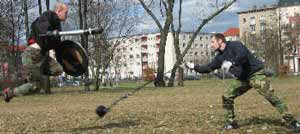 Schildpompfer springt über Kette